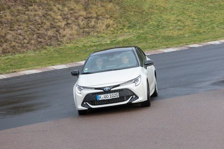 106_Toyota-Corolla-Full-Hybrid-with-e-CVT-at-CTI-Test-Drive